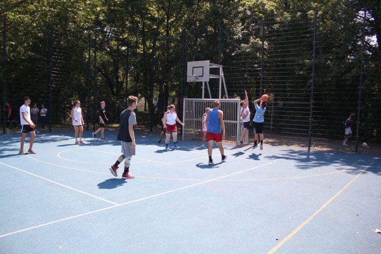 Lehrer*innen-Schüler*innen-Turnier: Basketball